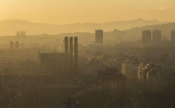 La boina de contaminación en Barcelona también ha alertado a la Unión Europea, que pide medidas más drásticas para su descenso