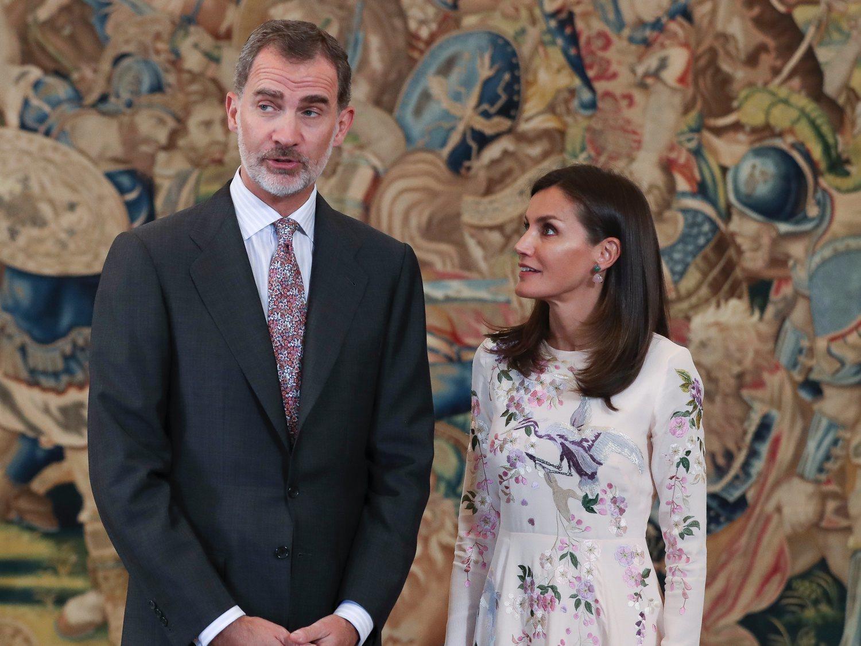 """Una revista alemana critica el """"vergonzoso error"""" de protocolo de Felipe y Letizia"""