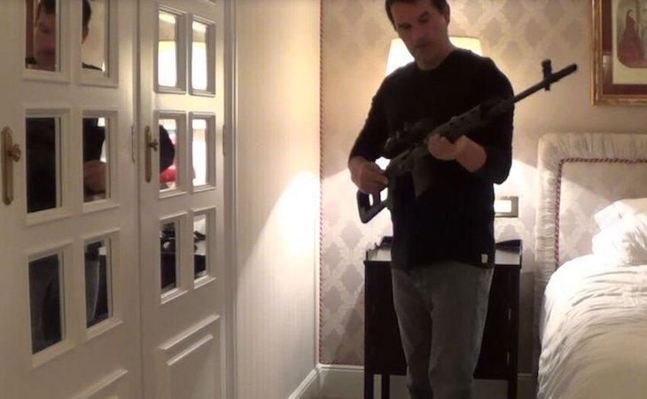 Santiago, con el rifle de precisión en la habitación del Palace - El Español