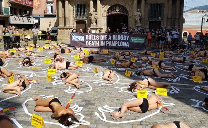 La protesta contra la tauromaquia que tuvo lugar poco antes del comienzo de los Sanfermines 2019