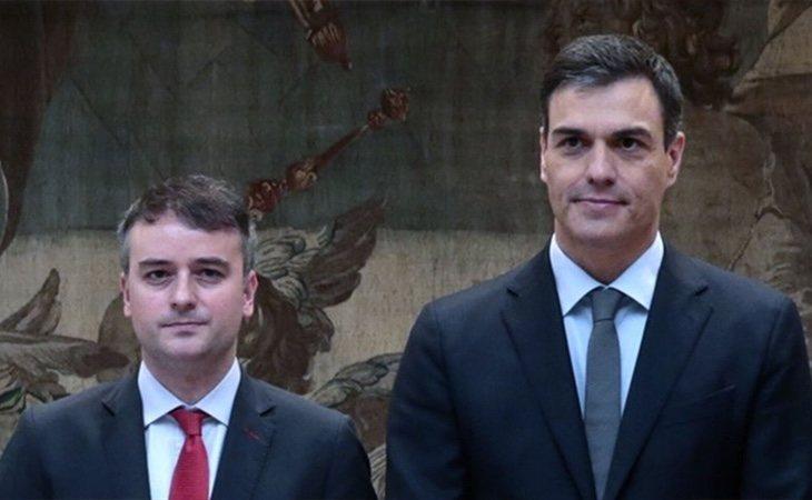 El estratega del PSOE y responsable de la negociación, Iván Redondo, quiere que el partido ocupe la centralidad