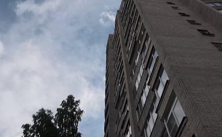 La pareja cayó desde un noveno piso