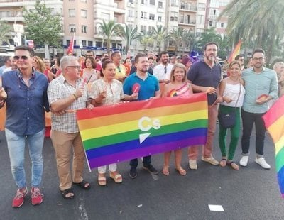 """Nuevo escrache a Ciudadanos en el Orgullo de Alicante: """"¡Fuera fascistas!"""""""