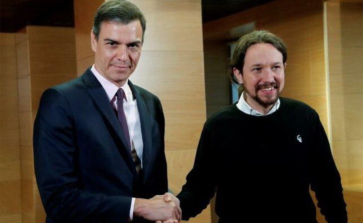 El acuerdo entre PSOE y Podemos no está cerrado: ambos equipos continúan negociando hasta que empiece la sesión de las 12