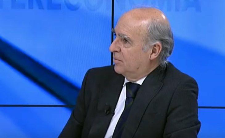 El hijo del ex ministro franquista asumió la dirección de la revista Razón Española tras la muerte de su padre