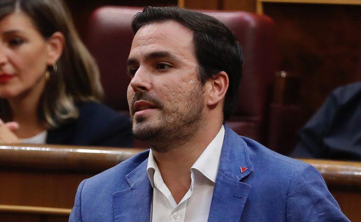 Alberto Garzón se ABSTIENE en la investidura de Pedro Sánchez
