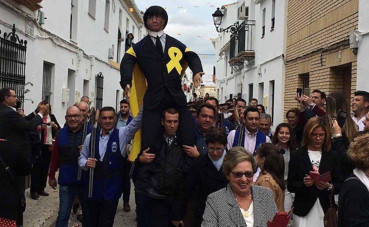 En Coripe quemaron un muñeco que representaba a Carles Puigdemont