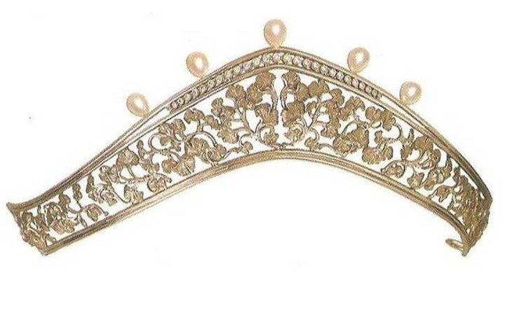 La tiara diseñada por Carrera y Carrera con 25 diamantes y 5 perlas que Letizia no ha enseñado aún