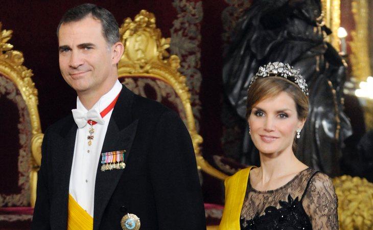 Le reina Letizia, con una de las tiaras de su joyero