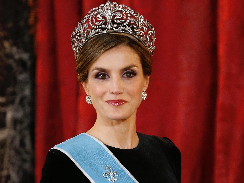 Así es la exclusiva tiara con diamantes y perlas que la reina Letizia nunca ha lucido