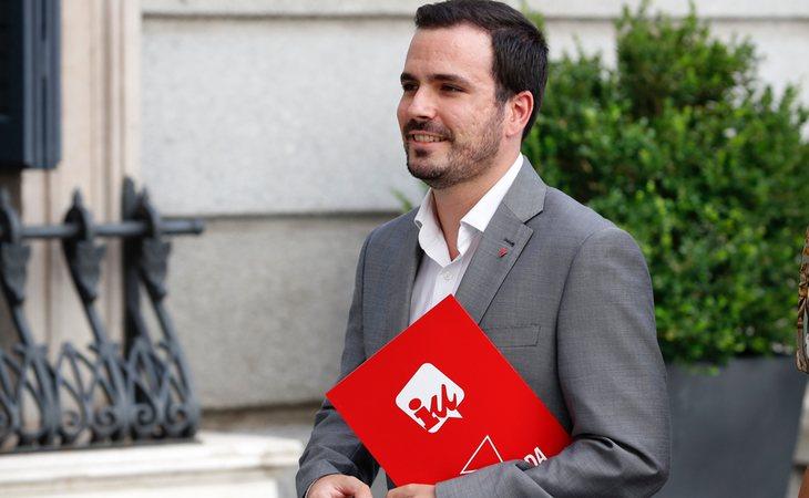 Alberto Garzón convoca a la dirección de IU para decidir el voto de la investidura