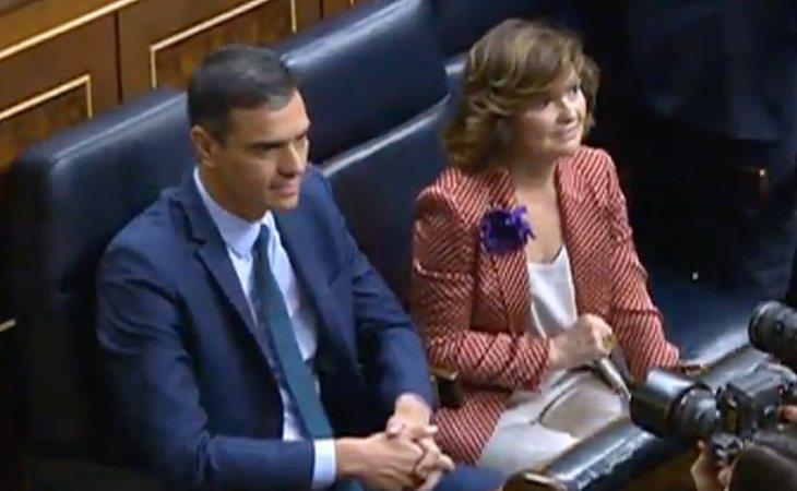 Pedro Sánchez ya se ha sentado en su escaño a la espera de la segunda votación de investidura