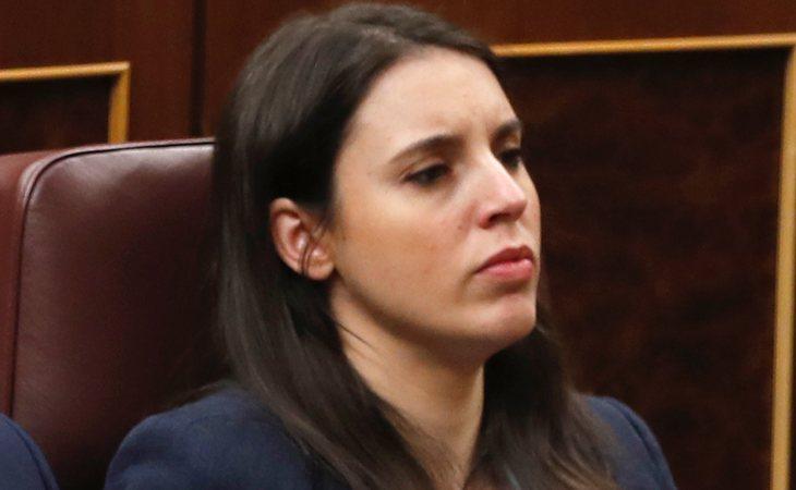 Irene Montero, telemáticamente, se ABSTIENE en la investidura de Pedro Sánchez