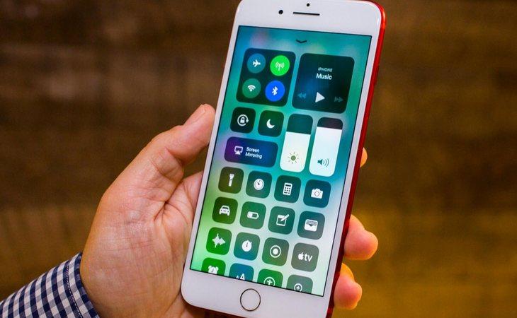 Baja el brillo y desactiva el GPS y el Bluetooth para ahorrar batería en tu smartphone