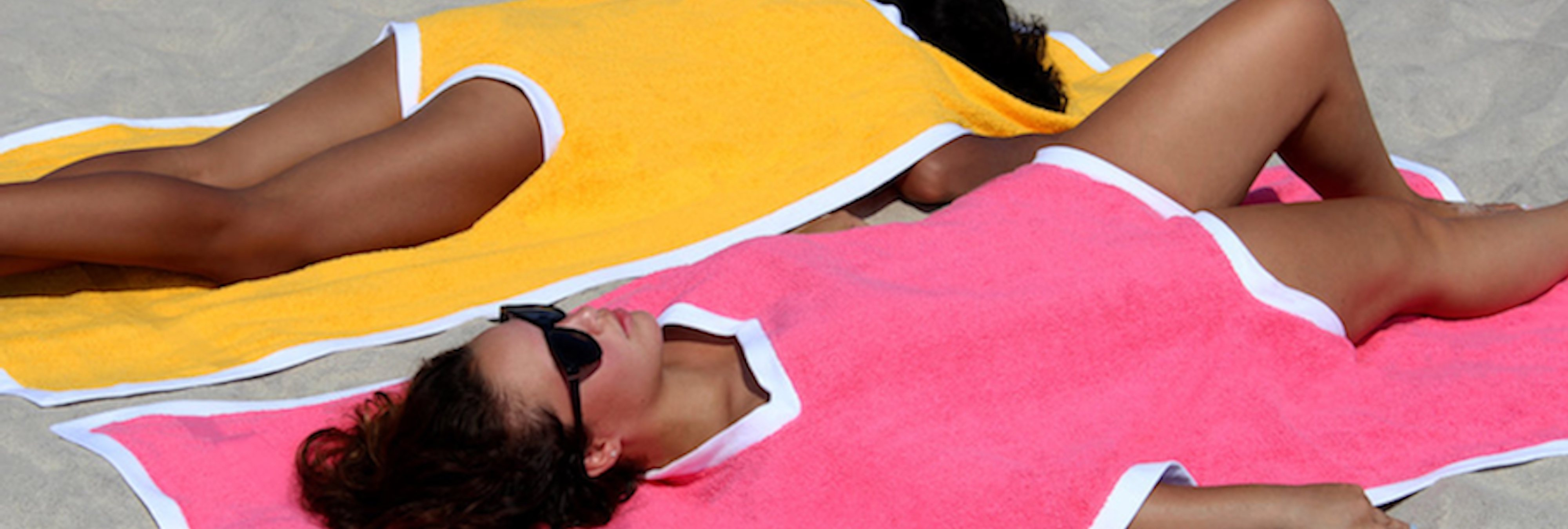 El towelkini, la última moda del verano que une la toalla y el bañador