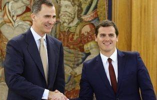 Ciudadanos critica que PSOE y Podemos nunca hacen la reverencia ante el rey