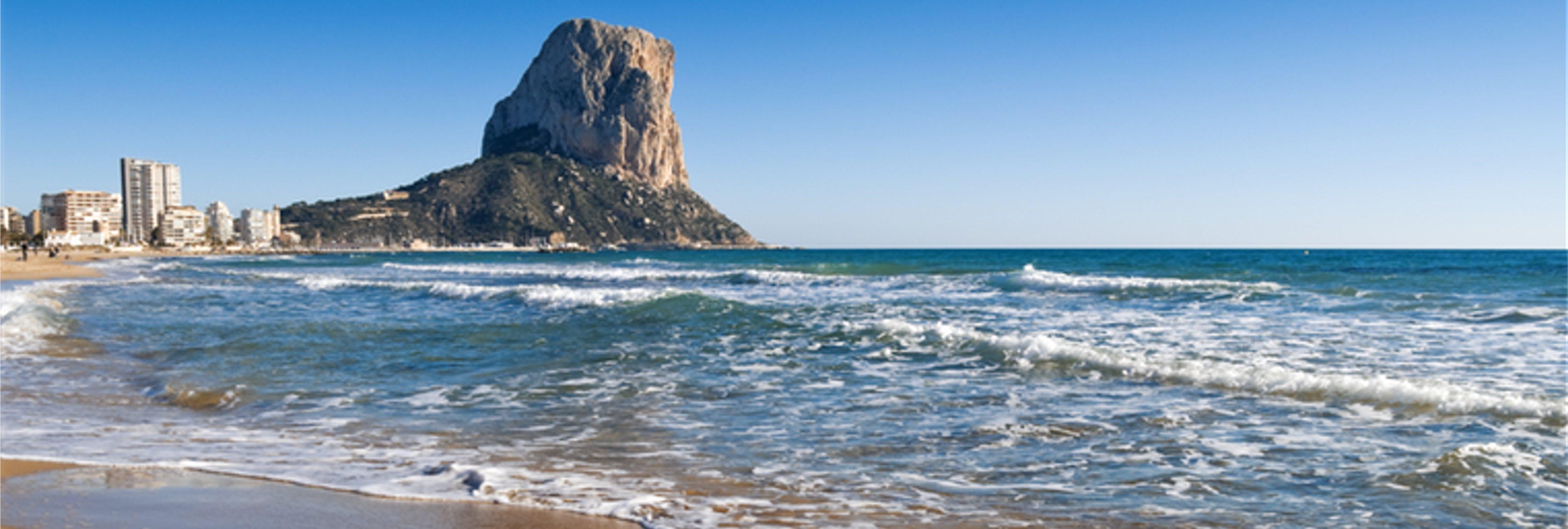 Estas son todas las playas españolas en las que ya no se puede fumar
