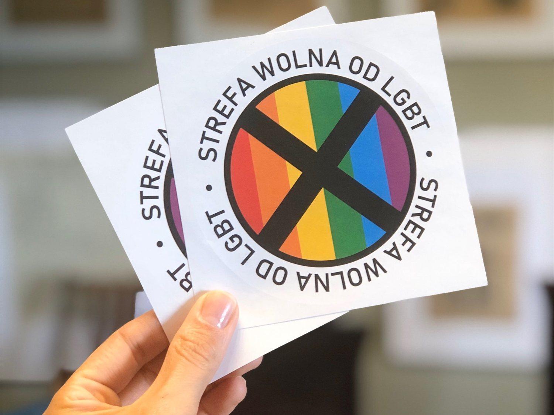 La persistente homofobia en Polonia llena sus calles de pegatinas anti-LGTBI