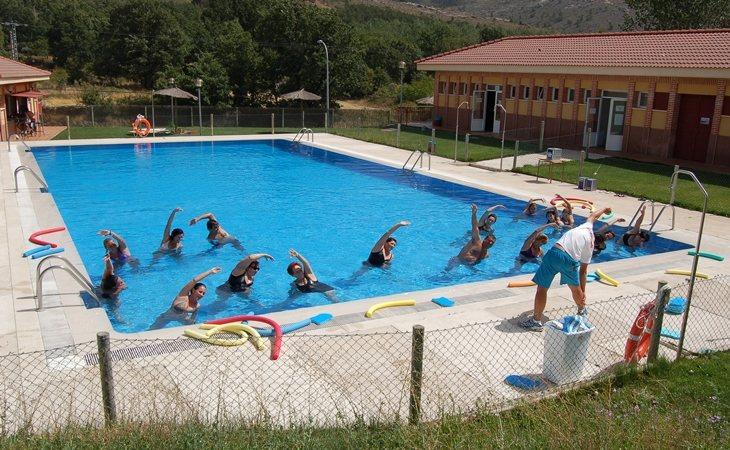 Varias piscinas han tenido que cerrar al encontrar bacterias fecales en el agua.