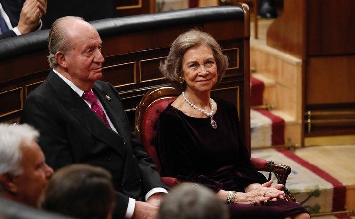 Los reyes eméritos de España durante el 40º aniversario de la Constitución española