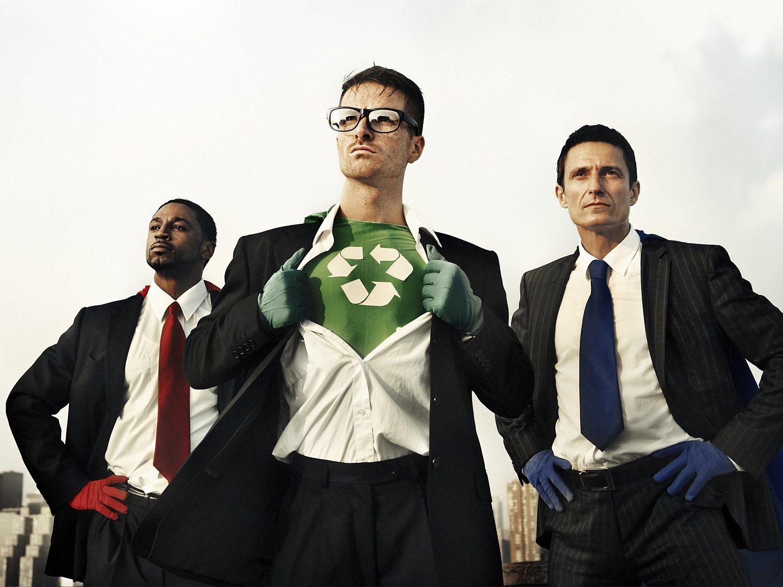 """Un estudio afirma que los hombres no reciclan para """"no parecer gays"""""""