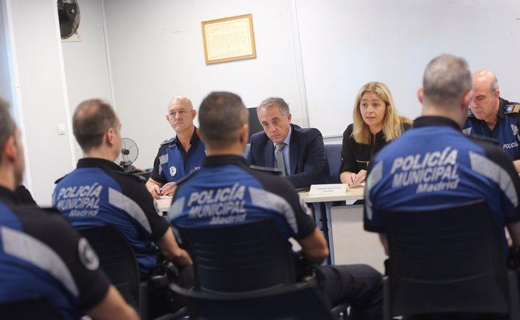 Reunión entre varios agentes de la Policía Municipal y el nuevo Ayuntamiento de Madrid | Foto: Ayuntamiento de Madrid