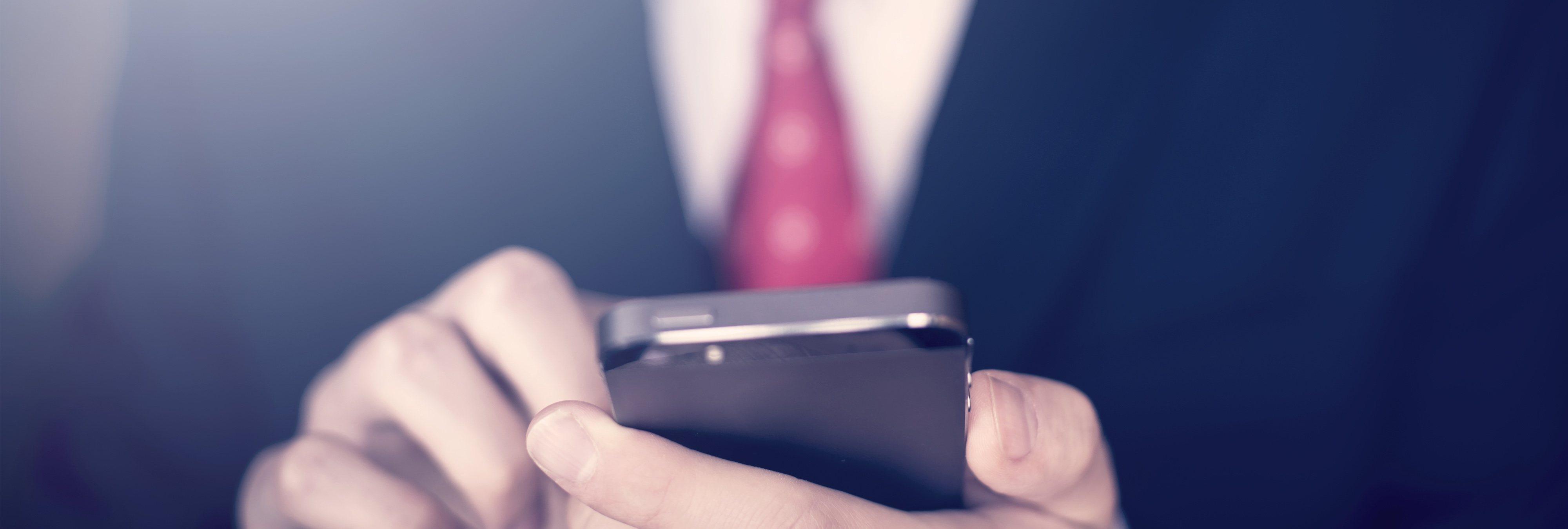 El truco para descubrir qué apps están espiando nuestra cámara o micrófono al minuto