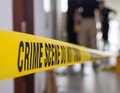Un policía viola a una chica a cambio de no detener a su novio