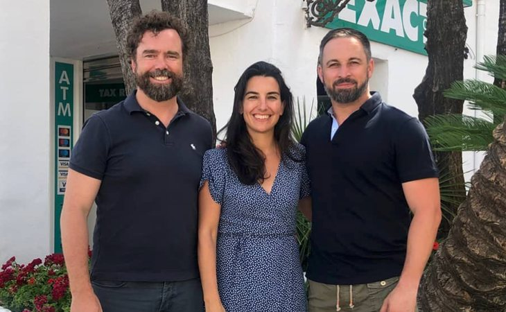 Santiago Abascal, de vacaciones junto a Iván Espinosa de los Monteros y Rocío Monasterio