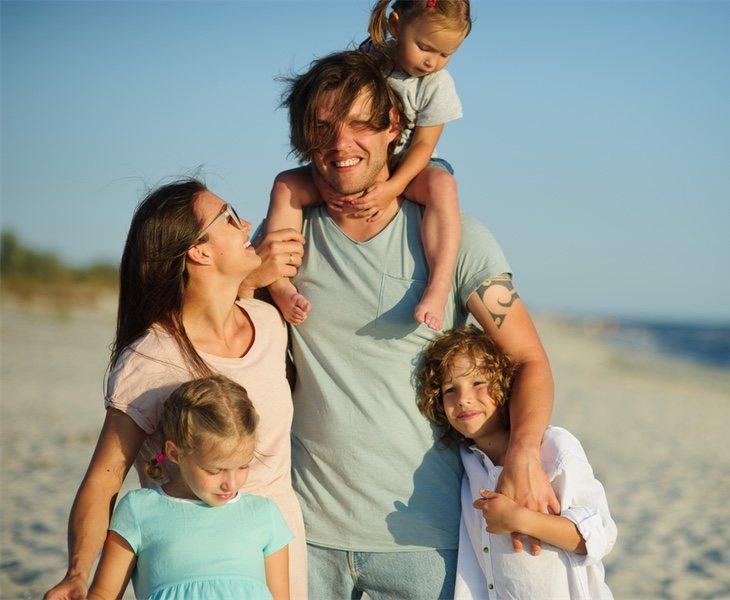 Las familias numerosas en posesión de un carnet en vigor disfrutan de todo tipo de beneficios cívicos, económicos y sociales