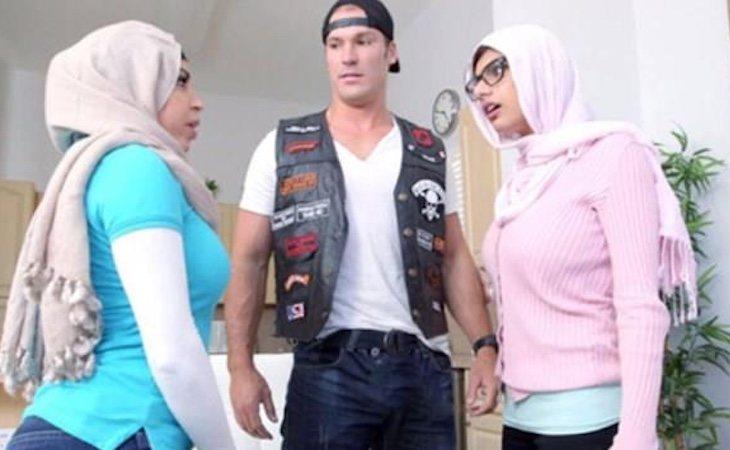 Una escena ataviada hijab convirtió a Khalifa en blanco de amenazas del ISIS