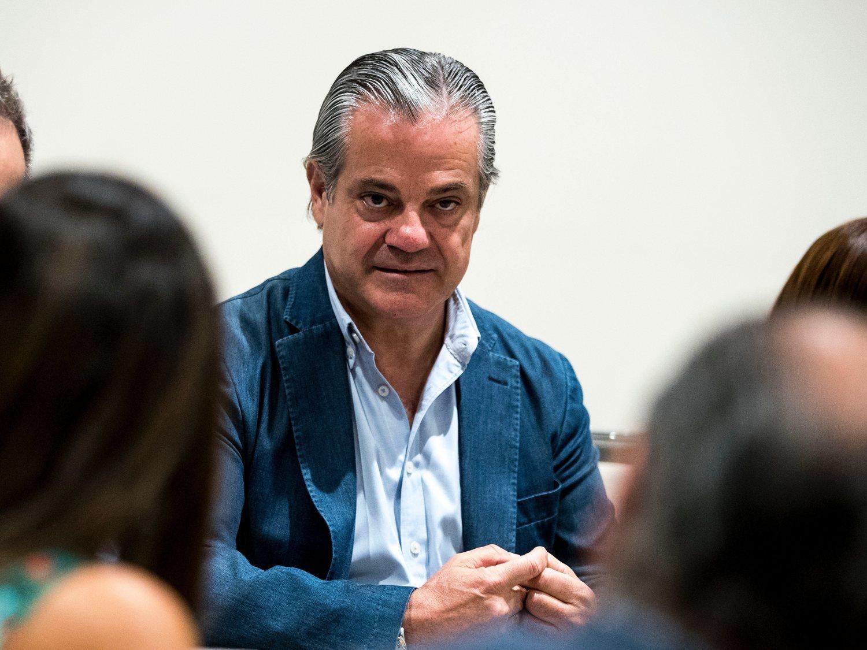 """El multimillonario Marcos de Quinto (Cs) carga contra los """"bien comidos pasajeros"""" del Open Arms"""