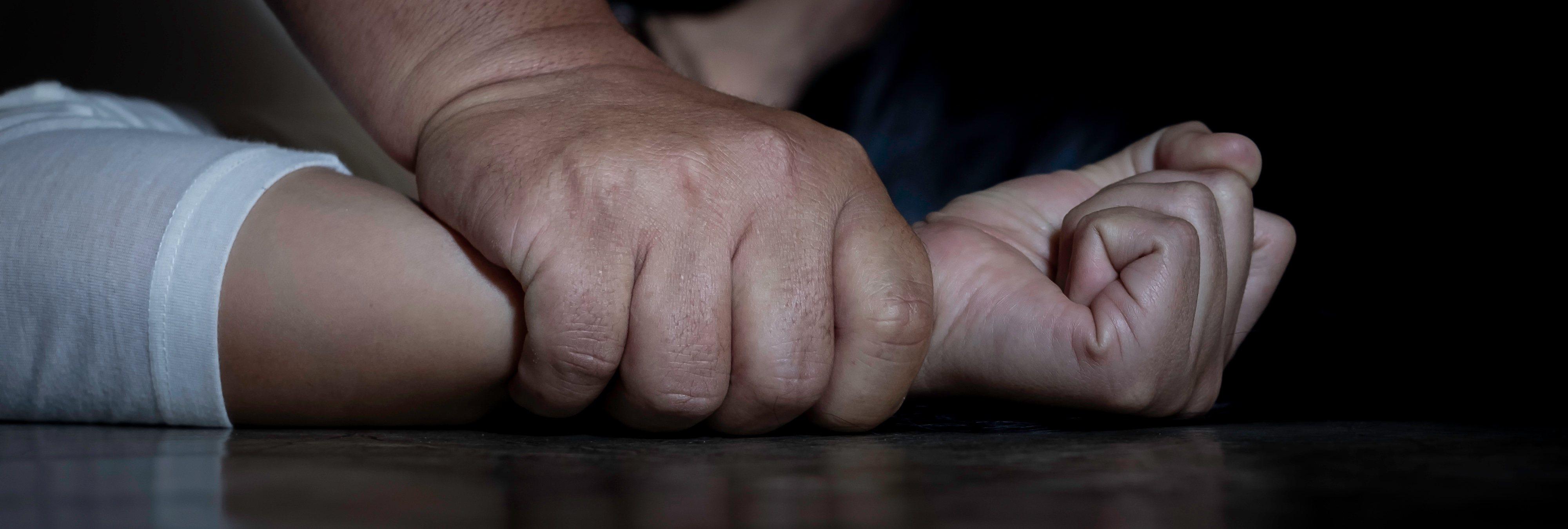 Detenido tras violar a su hijastra durante 8 años y dejarla embarazada tres veces