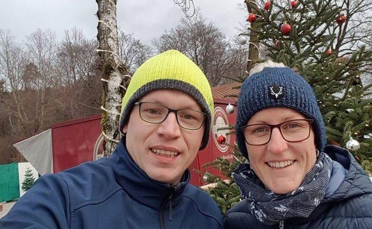Tras el asesinato de Silvia Handrick a manos de su marido, la localidad canaria de Adeje salió a manifestarse y sus vecinos en Alemania permanecieron en silencio