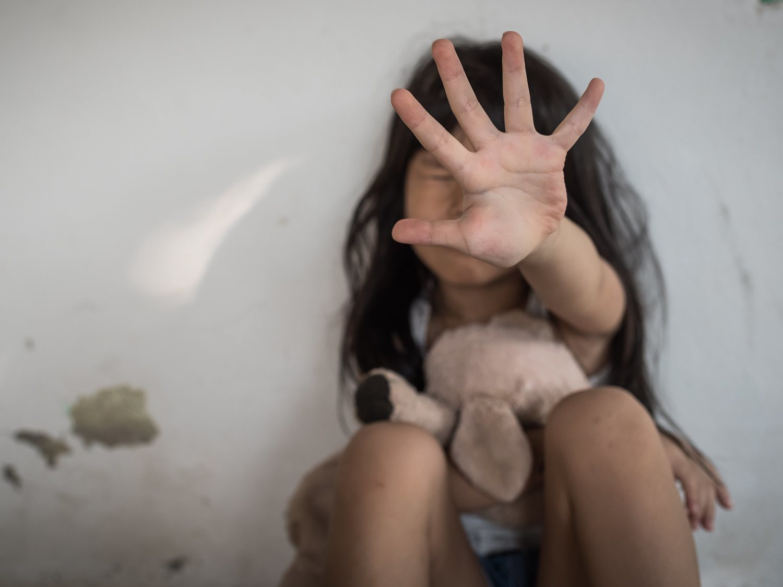 Dos hermanos violan y asesinan a una niña de 6 y su madre les ayuda a esconder el cuerpo