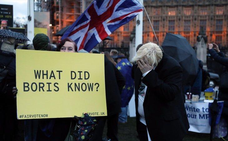 La decisión del primer ministro genera una crisis institucional en Reino Unido