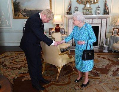 La reina de Inglaterra suspende el parlamento: Reino Unido se dirige a un Brexit duro