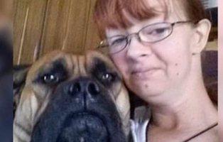 Una madre pierde la custodia de sus hijos por obligarles a comer caca de perro