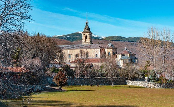 El monasterio de El Paular corona el bosque y su visita es altamente recomendable
