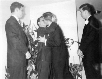 Buscan a un matrimonio gay que celebró su clandestina boda en los años 50