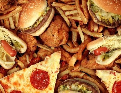 Un adolescente británico se queda ciego tras alimentarse de comida basura
