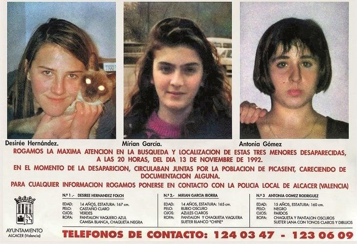 Uno de los millones de carteles que se repartieron durante los 3 meses que buscaron el paradero de las chicas