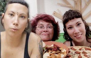 """¿Han cazado a la autora vegana de las """"gallinas violadas"""" comiendo una pizza de pepperoni?"""