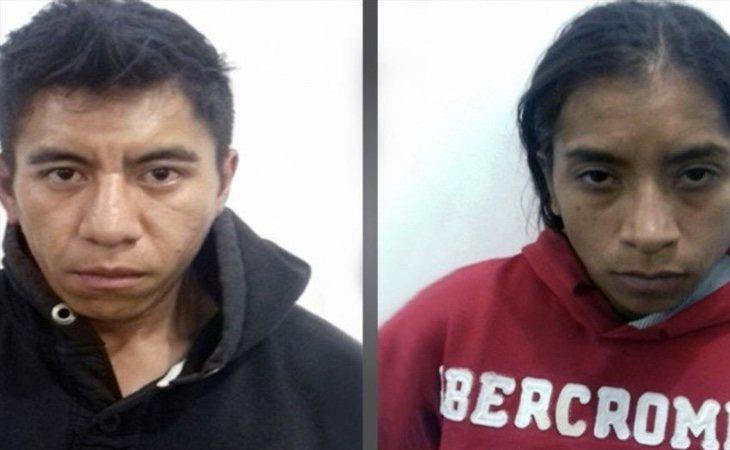 Los padres de la menor, en el momento de su detención