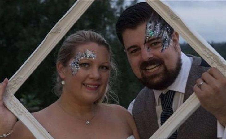 Shaun May y su pareja, en una fotografía colgada en su perfil de Facebook