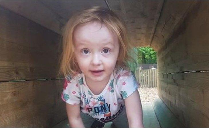 La pequeña Aoife Flanagan-Gibbs, de tres años