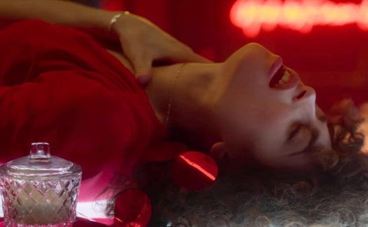 Nadia tiene sueños eróticos con Guzmán en 'Élite'