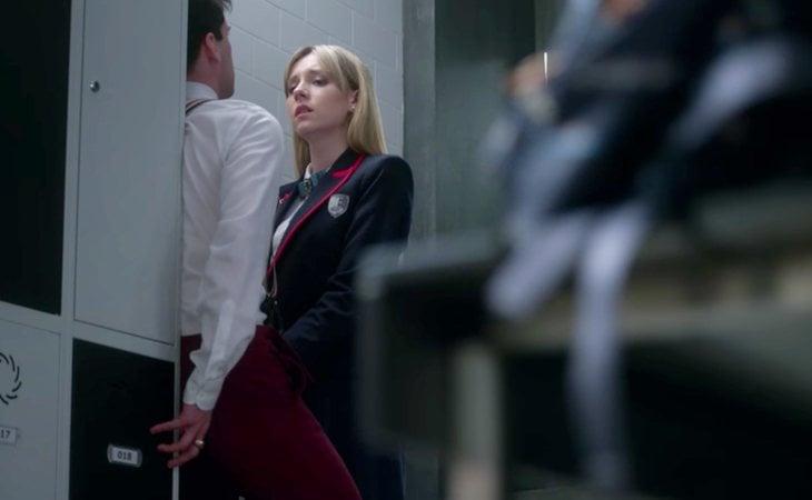 Carla trata de manipular a Polo masturbándolo en 'Élite'