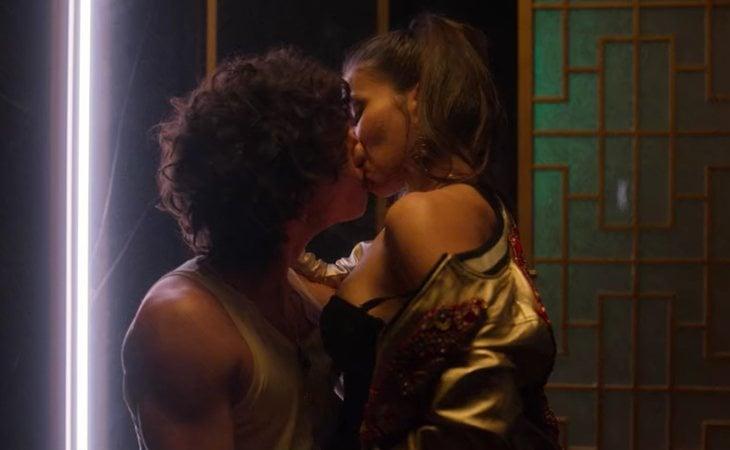 Valerio y Rebeka, sexo en los baños de la discoteca en 'Élite'