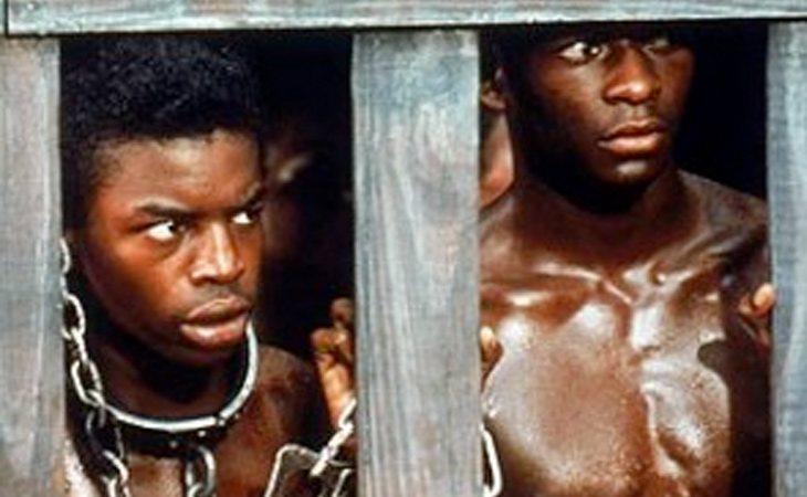 La serie 'Raíces' de 1977 se centra en la historia de Kunta Kinte, un esclavo de Gambia